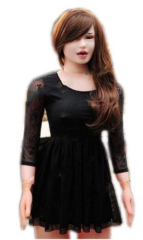 Sexpuppe mit schwarzem Kleid und braunen Haaren